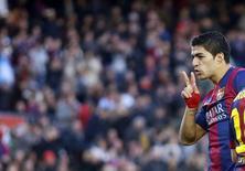 Suárez comemora gol do Barcelona contra o Córdoba. 20/12/2014. REUTERS/Albert Gea