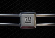 General Motors est une des valeurs à suivre vendredi à Wall Street, au lendemain de son annonce de trois nouveaux rappels portant sur 83.572 véhicules au total, en raison d'un risque de défaut du système de démarrage. /Photo d'archives/REUTERS/Pawel Kopczynski