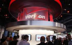 Le directeur général de Verizon Communications, Lowell McAdam, a déclaré mardi que son groupe n'envisageait aucune acquisition majeure, en réaction à des informations de presse selon lesquelles Verizon a récemment approché AOL en vue d'un rapprochement. /Photo d'archives/REUTERS/Rick Wilking