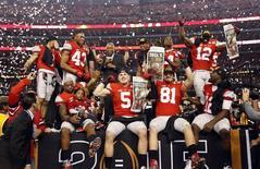 Jogadores de Ohio State comemoram título do futebol universitário dos EUA. 12/01/2015 REUTERS/Matthew Emmons/USA Today Sports