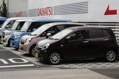 Daihatsu Motor Co.'s Mira e:S (front) and other Daihatsu cars are displayed at the company's dealership in Tokyo November 11, 2014.     REUTERS/Yuya Shino