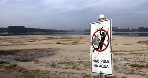 Imagem do reservatório de água Guarapiranga, em novembro de 2014. REUTERS/Paulo Whitaker (BRAZIL - Tags: DISASTER ENVIRONMENT)