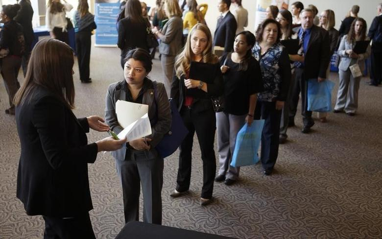 Jobseekers wait to talk to a recruiter (L) at the Colorado Hospital Association's health care career event in Denver October 13, 2014. REUTERS/Rick Wilking