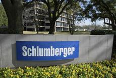 Вид на здание Schlumberger Corporation в Хьюстоне 16 января 2015 года. Крупнейшая в мире нефтесервисная компания Schlumberger Ltd приобретет 45,65-процентную долю в Eurasia Drilling, крупнейшей нефтесервисной компании России, примерно за $1,7 миллиарда, сообщила Eurasia Drilling во вторник. REUTERS/Richard Carson
