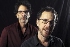 Cineastas Joel e Ethan Coen durante entrevista em Los Angeles. 03/12/2013. REUTERS/David McNew