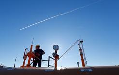 Les températures exceptionnellement douces que la France a connues l'an dernier se sont traduites par une baisse de 16,5% de la consommation en gaz naturel, à 390 térawatts/heure (TWh), selon le gestionnaire du transport du gaz GRTgaz, dont le réseau couvre environ 80% du territoire français. /Photo d'archives/REUTERS/Laszlo Balogh