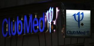 L'Autorité des marchés financiers (AMF) a sans surprise donné jeudi son feu vert à l'offre du conglomérat chinois Fosun pour le rachat de Club Méditerranée, confirmant des informations de Reuters. /Photo prise le3 janvier 2015/REUTERS/Christian Hartmann