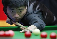 China's Ding Junhui plays a shot during his match against Mark Williams of Wales in the final of the 2010 World Snooker China Open in Beijing April 4, 2010.     REUTERS/David Gray      (CHINA - Tags: SPORT) - RTR2CF3Q