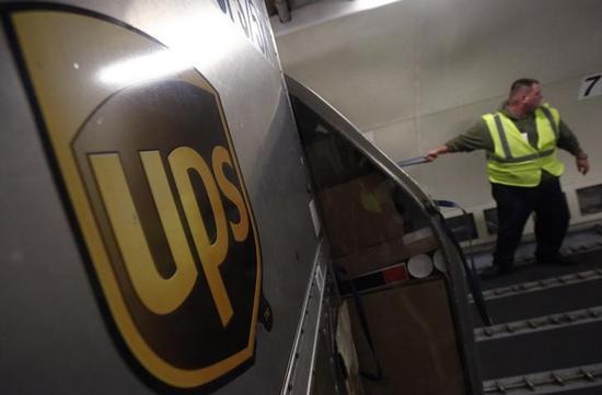 米UPSがピーク時の値上げ検討、第4四半期利益は予想割れ見込む