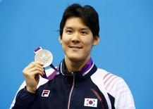 South Korea's Park Tae-hwan holds his silver medal for the men's 400m freestyle final during the London 2012 Olympic Games at the Aquatics Centre July 28, 2012.       REUTERS/David Gray
