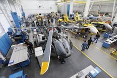 Airbus Helicopters vise une hausse de ses commandes en 2015, en particulier à la faveur de plusieurs campagnes en cours dans le secteur militaire, notamment en Pologne, au Qatar et au Koweït. /Photo prise le 9 octobre 2014/  REUTERS/Michaela Rehle