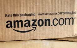 Le chiffre d'affaires d'Amazon a augmenté de 15% au quatrième trimestre, à 29,33 milliards de dollars. Le bénéfice par action a été de 45 cents au quatrième trimestre, meilleur que prévu. /Photo d'archives/REUTERS/Rick Wilking