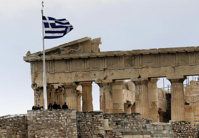 Tourists stand near the temple of Parthenon atop the ancient site of the Athens Acropolis on a cold and windy day January 30, 2015. REUTERS/Yannis Behrakis