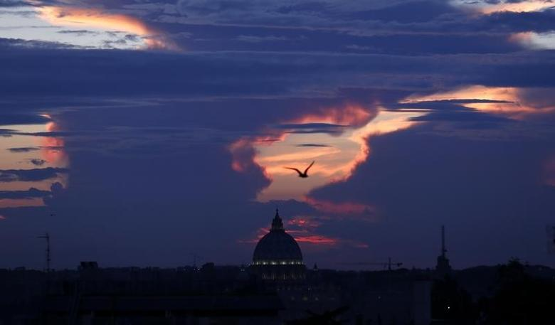 Saint Peter's square is silhouetted during a sunset in Rome September 25, 2014. REUTERS/Tony Gentile