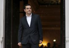 Le Premier ministre grec Alexis Tsipras a téléphoné au président de la BCE Mario Draghi pour lui assurer que son gouvernement souhaitait parvenir à une solution avec ses partenaires internationaux sur sa demande de renégociation de l'aide financière à la Grèce. /Photo prise le 29 janvier 2015/REUTERS/Marko Djurica