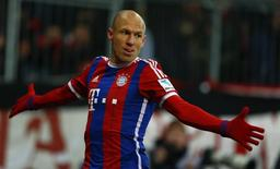 Arjen Robben, do Bayern de Munique, comemora gol contra o Schalke 04 durante jogo pelo Campeonato Alemão, em Munique, nesta terça-feira. 03/02/2015  REUTERS/Michael Dalder