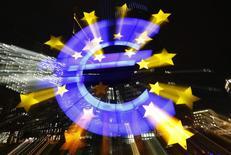 L'activité du secteur privé dans la zone euro a crû en janvier à son rythme le plus marqué en six mois, soutenue par la plus forte baisse des prix consentie par les entreprises en près de cinq ans, selon la version définitive de l'indice Markit composite des directeurs d'achat. /Photo d'archives/REUTERS/Kai Pfaffenbach