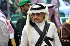 Owner of Saudi Arabia's Kingdom Holding, billionaire Prince Alwaleed bin Talal attends the traditional Saudi dance known as 'Arda', which was performed during Janadriya culture festival at Der'iya in Riyadh February 18, 2014. REUTERS/Fayez Nureldine/Pool