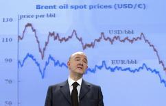 Pierre Moscovici, le commissaire européen aux Affaires économiques et monétaires, à Bruxelles. Dans ses prévisions économiques d'hiver, la Commission européenne a relevé sa prévision de croissance pour la zone euro à 1,3% pour cette année et 1,9% pour 2016 contre 1,1% et 1,7% respectivement en novembre. /Photo prise le 5 février 2015/REUTERS/Yves Herman