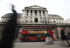 Здание Банка Англии в Лондоне. 14 февраля 2012 года. Банк Англии в четверг сохранил ключевую ставку без изменений, на рекордно низком уровне, как и ожидалось. REUTERS/Olivia Harris