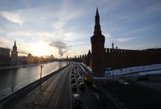 Le gouvernement russe a établi une liste de 199 entreprises stratégiques éligibles à une assistance dans le cadre d'un plan anti-crise annoncé le 28 janvier; :/photo prise le 6 février 2015/REUTERS/Maxim Zmeyev