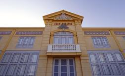 Fachada do cinema L'Eden, primeiro e mais antigo cinema do mundo, durante sua reabertura em La Ciotat, no sudeste da França. 09/10/2013  REUTERS/Jean-Paul Pelissier