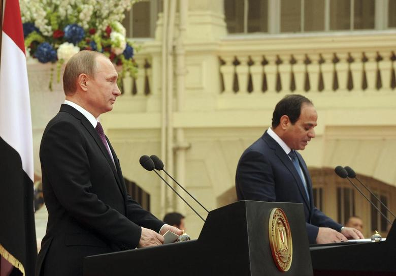 Russia's President Vladimir Putin listens to his Egyptian counterpart Abdel Fattah al-Sisi at a news conference after their meeting in Cairo February 10, 2015. REUTERS/Mikhail Klimentyev/RIA Novosti/Kremlin