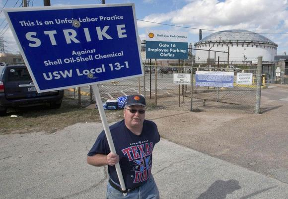 A worker from the United Steelworkers (USW) union walks a       picket line outside the Shell Oil Deer Park Refinery in Deer Park,       Texas February 1, 2015. REUTERS/Richard Carson