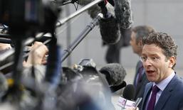 El presidente del eurogrupo, Jeroen Dijsselbloem, llega a una reunión extraordinaria en Bruselas, 11 febrero, 2015.  La reunión de los ministros de Finanzas de la zona euro sobre Grecia el miércoles probablemente no será concluyente, dijo el jefe del encuentro, Jeroen Dijsselbloem, e instó a Atenas a continuar con las reformas que generaron un superávit primario y crecimiento económico para el país.  REUTERS/Yves Herman