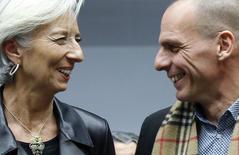 La directrice générale du Fonds monétaire international Christine Lagarde et le ministre des Finances grec Yanis Varoufakis à Bruxelles. A l'issue d'une réunion exceptionnelle de l'Eurogroupe, les ministres des Finances de la zone euro ont convenu de poursuivre leurs discussions sur l'aide à la Grèce dans les prochains jours, a déclaré mercredi le ministre luxembourgeois des Finances Pierre Gramegna. /Photo prise le 11 février 2015/REUTERS/François Lenoir
