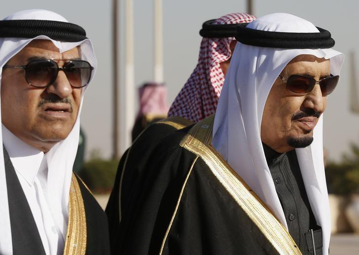 Saudi Arabia's Deputy Crown Prince Mohammed bin Nayef (L) arrives with his uncle King Salman (R) to greet U.S. President Barack Obama at King Khalid International Airport in Riyadh, January 27, 2015. REUTERS/Jim Bourg