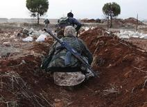 """Боевики """"Фронта ан-Нусра"""" к северу от Алеппо. 25 ноября 2014 года. Совет безопасности ООН в четверг единогласно поддержал разработанную Россией резолюцию, которая наделила его правом подкреплять экономическими санкциями запреты на торговлю с """"Исламским государством"""" (ИГИЛ). REUTERS/Hosam Katan"""