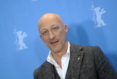 "Diretor Hirschbiegel posa para foto para promover filme ""13 Minutos"" em Berlim.  REUTERS/Stefanie Loos"