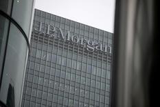 Офис JP Morgan в Лондоне. 19 сентябяр 2013 года. JPMorgan Chase & Co представляет собой самую большую потенциальную опасность для финансовой системы, свидетельствует исследование, проведенное аналитическим агентством правительства США. REUTERS/Neil Hall