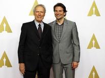 "Clint Eastwood e Bradley Cooper, diretor e ator de ""Sniper Americano"", em Beverly Hills. 02/02/2015.  REUTERS/Mario Anzuoni"