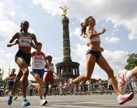 Julia Mumbi Muraga of Kenya (L) runs ahead of Nailiya Yulamanova of Russia and Bezunesh Bekele of Ethopia ( 3rd L) past the Victory Column (Siegessaeule) during women's marathon at the world athletics championships in central Berlin August 23, 2009.       REUTERS/Phil Noble