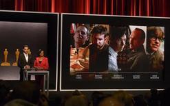 Ator Chris Pine e Cheryl Boone Isaacs, presidente da Academia de Artes e Ciências Cinematográficas de Hollywood , durante o anúncio dos indicados a Melhor Ator. 15/01/2015 REUTERS/Phil McCarten