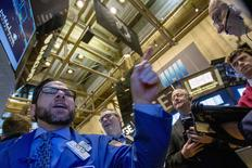 Traders work on the floor of the New York Stock Exchange February 18, 2015. REUTERS/Brendan McDermid