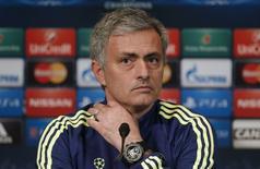 O técnico do Chelsea, José Mourinho, concede entrevista coletiva em Paris, na França. 16/02/2015 REUTERS/Christian Hartmann