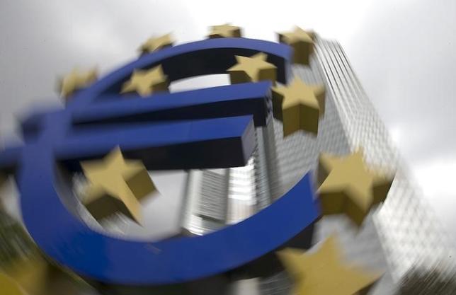 2月20日、欧州中央銀行(ECB)が量的緩和のための国債買い入れを始めるが、規制上の理由などから銀行や保険会社は国債の売りを渋ると見られ、ECBは売り手確保に苦心することになりそうだ。昨年10月撮影(2015年 ロイター/Ralph Orlowski)