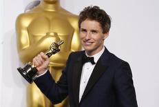 Eddie Redmayne, ganhador do prêmio de melhor ator, durante cerimônia do Oscar. 22/02/2015  REUTERS/Lucy Nicholson