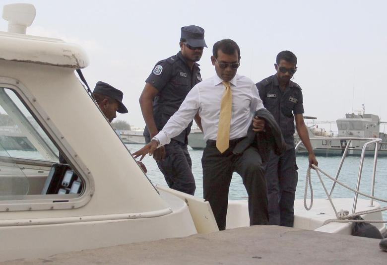 Opposition leader and former Maldives' President Mohamed Nasheed arrives at Mal'e City with police officers, for the first hearing of the trial held at Criminal Court in Male, February 23, 2015. REUTERS/Waheed Mohamed