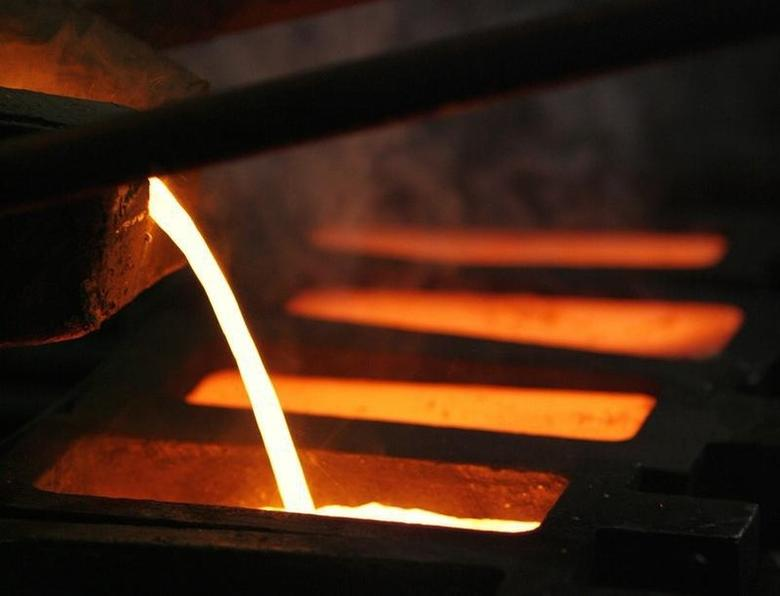 Gold is poured into a mould during processing at the PT Antam Tbk. precious metal refinery in Jakarta January 15, 2009. REUTERS/Beawiharta