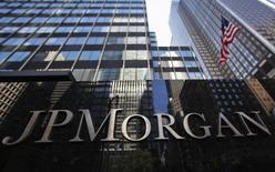 La casa matriz de JP Morgan Chase & Co en Nueva York, sep 19 2013. JPMorgan Chase & Co dijo el martes que buscará ahorrar alrededor de 1.400 millones de dólares en gastos anuales al reducir costos y simplificar negocios, principalmente en sus unidades de banca de consumo y de inversión.   REUTERS/Mike Segar