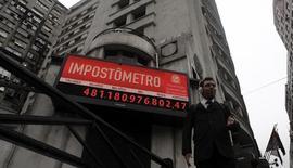 Foto de arquivo do Impostômetro, no centro de São Paulo. 27/04/2012 REUTERS/Nacho Doce