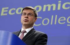 Le vice-président de la Commission européenne, Valdis Dombrovskis. La CE a exigé mercredi davantage d'efforts de réduction du déficit public de la France, dont la situation sera réévaluée dans les prochains mois, tout en repoussant à 2017 l'obligation de le ramener sous la limite de 3% du PIB. /Photo prise le 25 février 2015/REUTERS/François Lenoir
