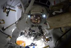 Astronauta da Nasa Terry Virts durante tarefa na Estação Espacial Internacional. 23/02/2015.   REUTERS/NASA/Divulgação