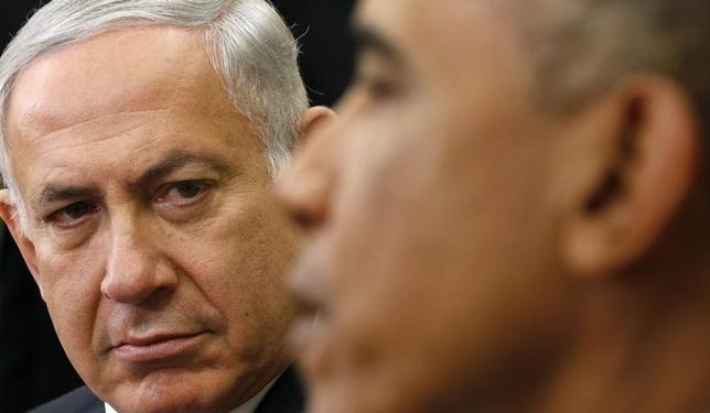 Israel's Prime Minister Benjamin Netanyahu listens as U.S. President Barack Obama (R) speaks, during their meeting in the Oval Office of the White House in Washington October 1, 2014.      REUTERS/Kevin Lamarque