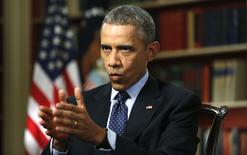 O presidente dos Estados Unidos, Barack Obama (direita), concede entrevista à Reuters, na Casa Branca, em Washington, nesta segunda-feira. 02/03/2015 REUTERS/Kevin Lamarque