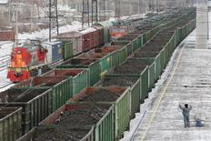 A man gestures as he stands near wagons loaded with coal at the Zlobino railway station in Russia's Siberian city of Krasnoyarsk, November 26, 2014. A shortage of coal, rather than gas, is likely to plunge Ukraine into freezing darkness this winter as conflict in its east seals off supplies that used to make it self sufficient. Kiev has said any hopes it had of Russian coal coming to the rescue were dashed when Moscow suspended exports. REUTERS/Ilya Naymushin (RUSSIA - Tags: BUSINESS ENERGY)